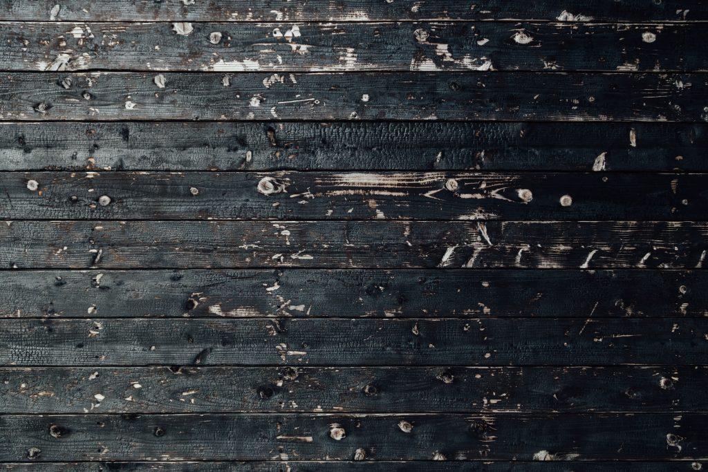 Technique de protection du bois Yakisugi